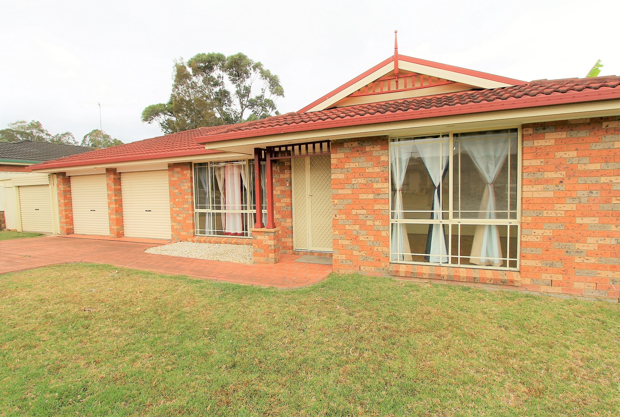 Rent 25 Mclaughlin Cct Bradbury NSW 2560