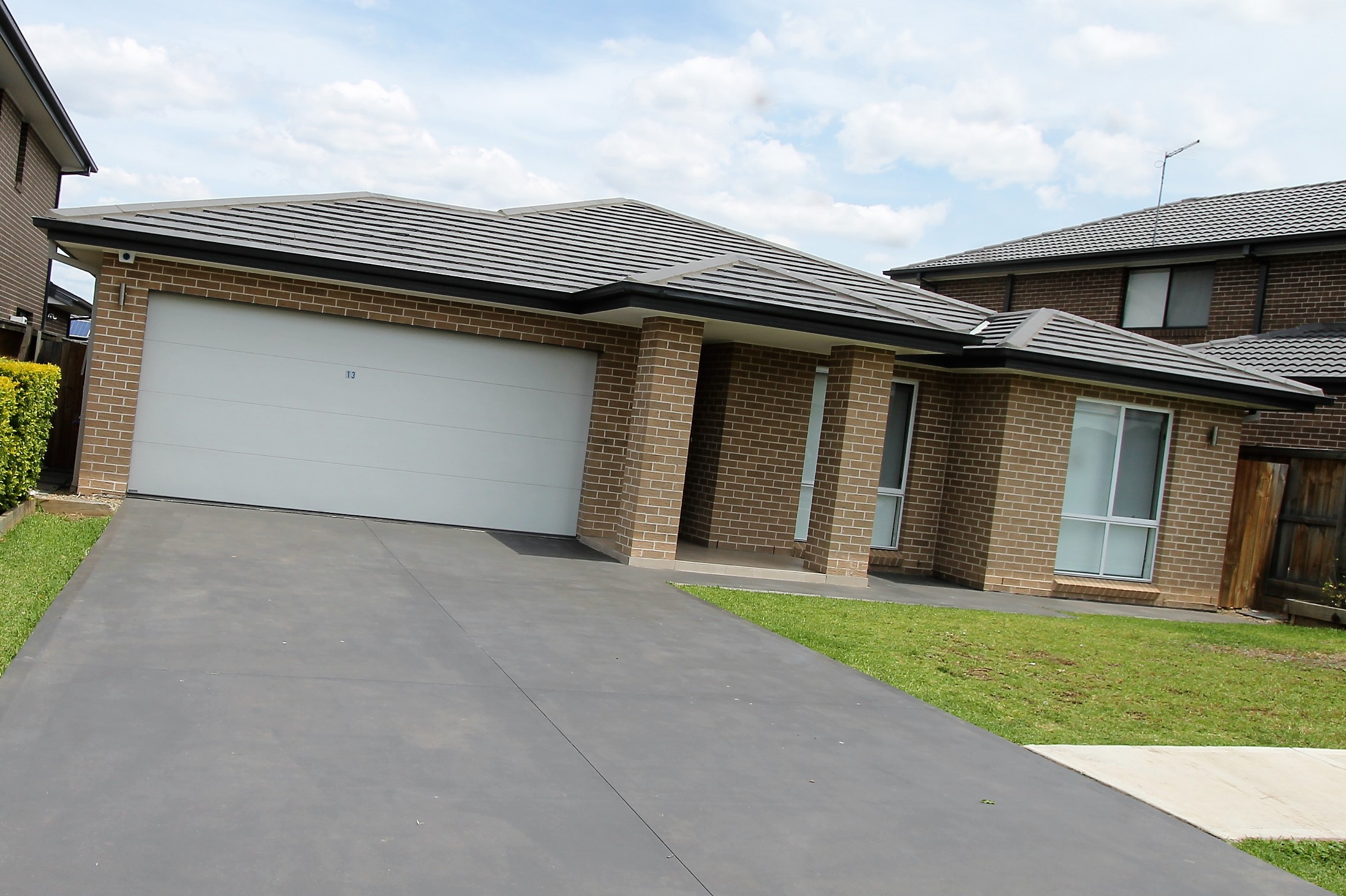 Rent 13 Glory Road Glenfield NSW 2167