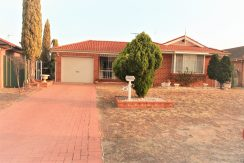 Rent 23 Englorie Park Dr, Glen Alpine NSW 2560