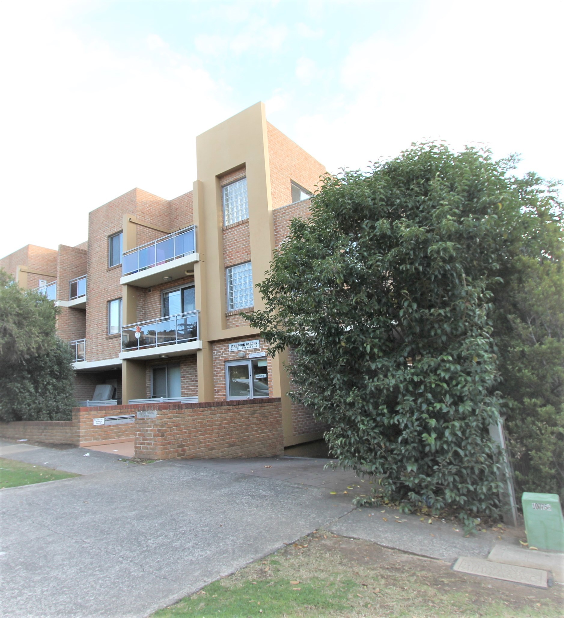 Rent Two Bedroom Apartment – 4/19-21 Lydbrook Street, Westmead NSW 2145