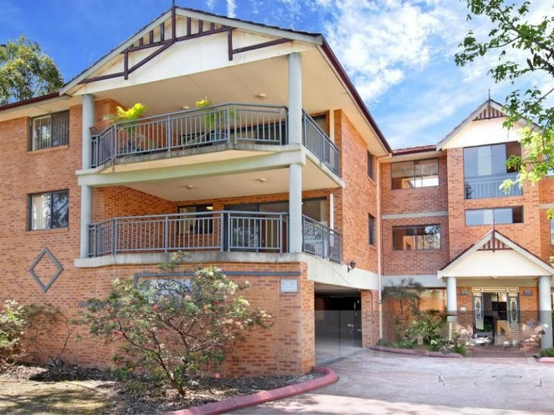Rent Conveniently Located & Freshly Painted 3 Bedroom Unit